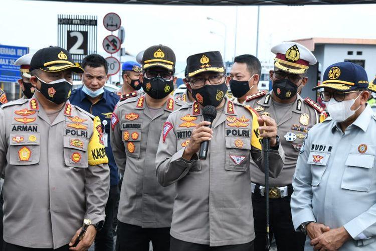 Kepala Korps Lalu Lintas (Kakorlantas) Polri, Irjen Pol Istiono menyebut terjadi penurunan jumlah wisatawan yang melintasi Banyuwangi menuju Bali.