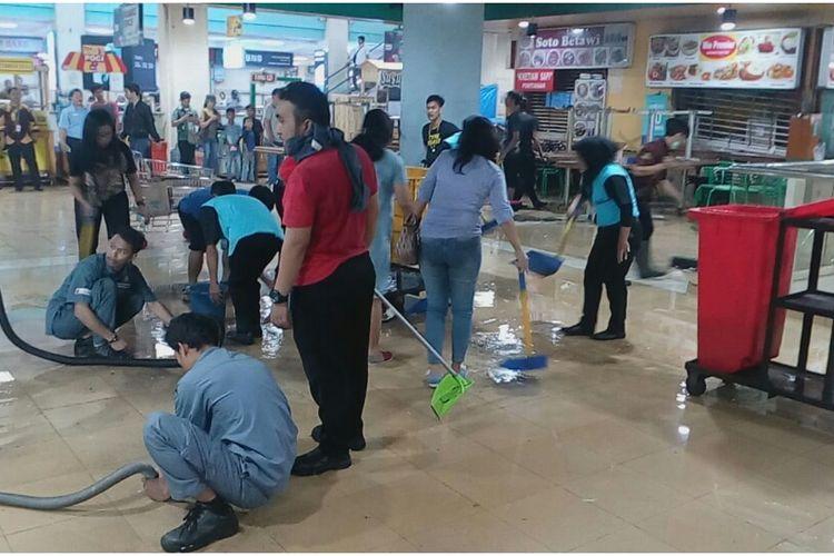 Pasca terbakar, TC Depok normal kembali, Jumat (28/6/2019).
