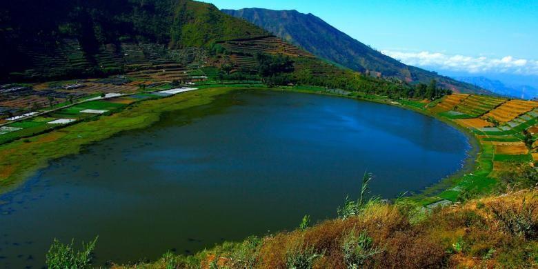 Panorama elok Telaga Merdada di Dieng.