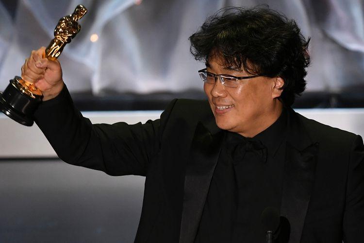 Sutradara film Parasite, Bong Joon Ho. Ia jadi sutradara asal Korea Selatan pertama yang berhasil raih Oscar