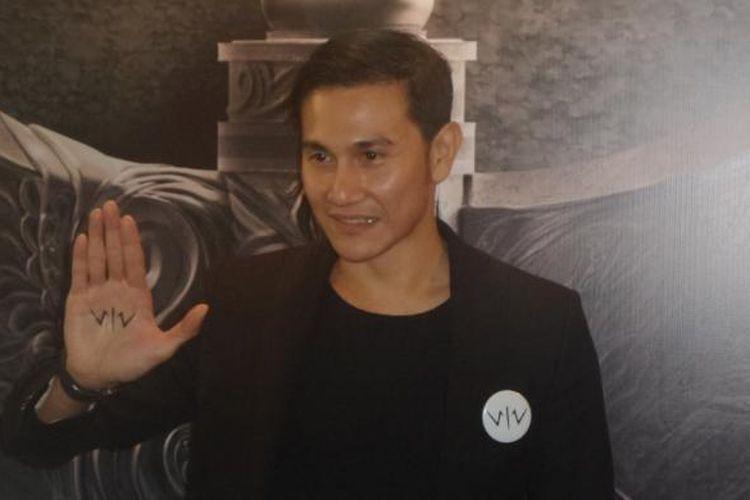 Vino G Bastian diabadikan usai konferensi pers film Wiro Sableng di JS Luwansa Hotel, Jakarta Selatan, Kamis (9/2/2017).