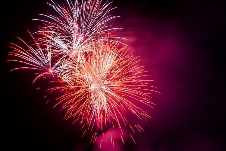 Ilustrasi ledakan kembang api.