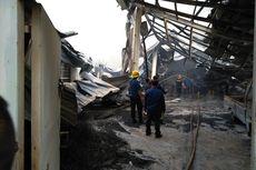 Kebakaran Hebat Landa Pabrik Busa: Diawali Ledakan, Bahan Baku Cair Tumpah ke Jalan, hingga Sebabkan Macet