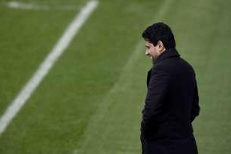Presiden Paris Saint-Germain (PSG) Nasser Al-Khelaifi menghadiri sesi latihan tim di Saint-Germain-en-Laye, 15 Februari 2016.