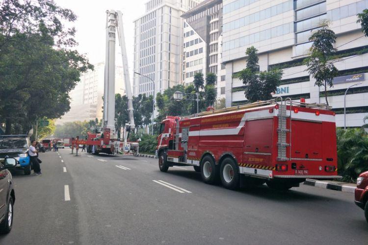 Kebakaran terjadi di Gedung Kementerian Perhubuangan, Gambir, Jakarta Pusat,  Minggu (8/7/2018).