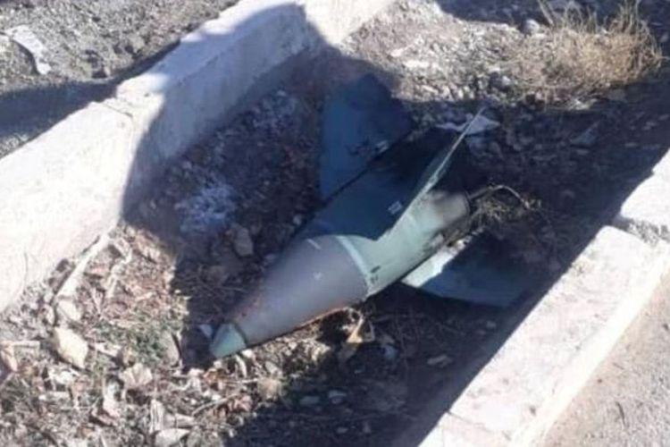 Inilah benda lancip berwarna biru yang diduga merupakan kepala rudal yang menghantam pesawat Ukraina Boeing 737. Pesawat Ukraine International Airlines jatuh setelah lepas landas dari Teheran, Iran, pada Rabu (8/1/2020). Beberapa jam setelah Iran membombardir pangkalan pasukan AS di Irak.(via Sky News)