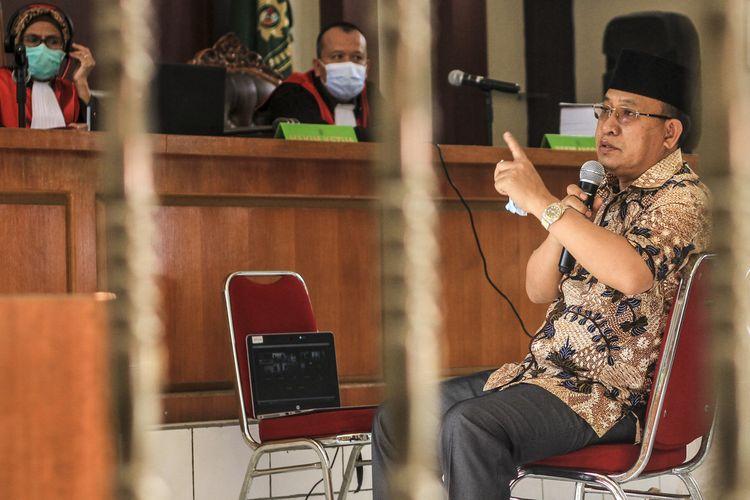 Plt Bupati Muara Enim Juarsah saat dihadirkan sebagai saksi dalam sidang suap proyek pembangunan yang berlangsung di Pengadilan Negeri Kelas 1 Palembang, Selasa (20/10/2020).
