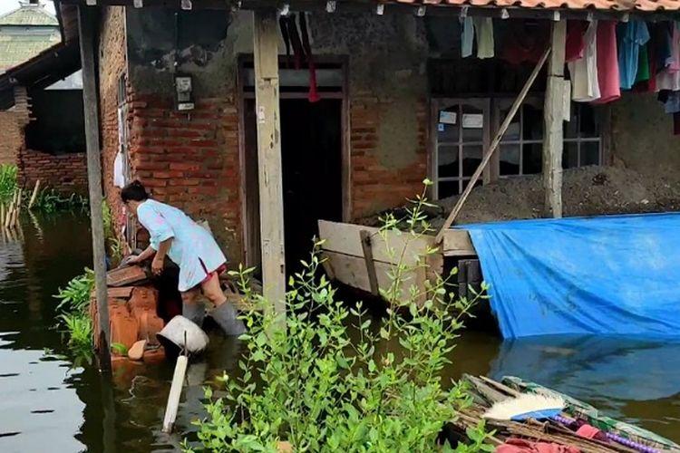 Salah satu rumah warga di Kota Pekalongan Jawa Tengah yang tergenang banjir.