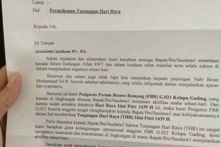 foto seSebuah surat berkop Forum Betawi Rempug G.021 Kelapa Gading tersebar di media sosial melalui aplikasi Whatsapp. Dalam surat itu, tertulis bahwa FBR meminta uang Tunjangan Hari Raya.