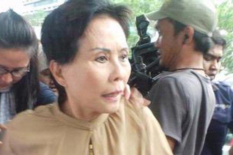 Direktur Utama PT Indoguna Utama Maria Elisabeth Liman diperiksa Komisi Pemberantasan Korupsi sebagai saksi terkait penyidikan kasus dugaan korupsi kuota impor daging sapi, Rabu (27/2/2013).