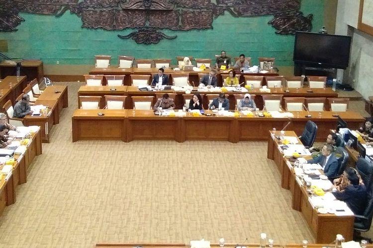 Rapat Dengar Pendapat (RDP) Komisi XI DPR RI dengan Otoritas Jasa Keuangan (OJK), Jakarta, Rabu (22/1/2020).