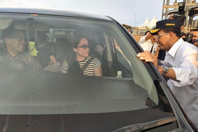 Menteri Perhubungan (Menhub) Budi Karya Sumadi memberikan penjelasan terkait kondisi arus balik Lebaran 2019 ketika mengunjungi Gerbang Tol (GT) Jakarta-Cikampek, Kabupaten Karawang, Provinsi Jawa Barat, Jumat (7/6/2019).