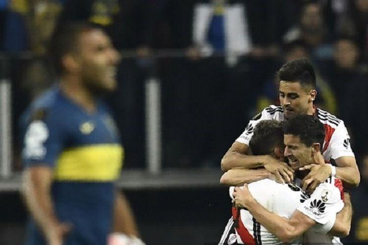 Para pemain River Plate merayakan gol ke gawang Boca Juniors pada pertandingan final Copa Libertadores di Stadion Santiago Bernabeu, 9 Desember 2018.