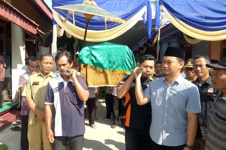 Irsan, anggota KPPS di Kabupaten Magetan yang meninggal diduga mengalami kelelahan dalam melaksanakan kegiatan Pemilu 2019, dimakamkan hari ini.