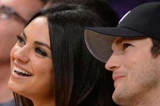 Mila Kunis dan Ashton Kutcher Mandikan Anak Cuma Saat Kotor