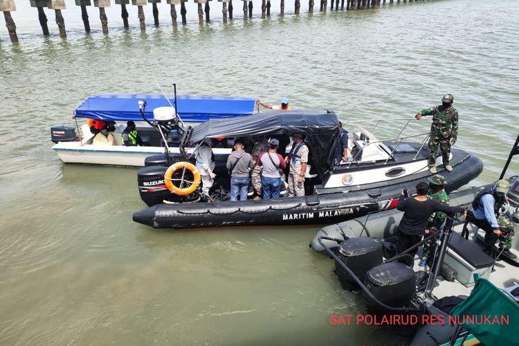 Evakuasi jenazah Balita asal kampung Bergosong Malaysia melibatkan APMM, Balita tersebut terombang ambing 2 hari di lauran dan hanyut sejauh 10 mil  (istimewa)