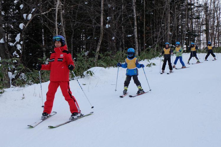 Kelas ski untuk pemula di Club Med Sahoro, Jepang