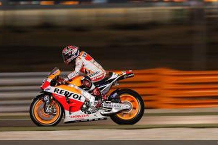Pebalap Repsol Honda asal Spanyol Marc Marquez memacu motornya di Sirkuit Losail pada sesi latihan bebas pertama GP Qatar, Kamis (20/3/2014).