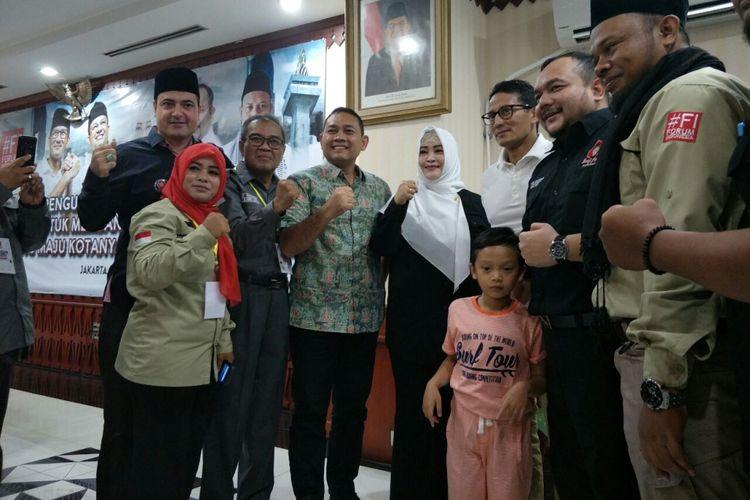 Wakil Gubernur DKI Jakarta Sandiaga Uno bersama Ketua Umum Bang Japar, Fahira Idris, di Kantor Wali Kota Jakarta Selatan, Minggu (5/11/2017).