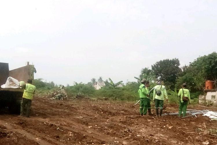 Lahan baru seluas 1,2 hektar di dekat Taman Pemakaman Umum (TPU) Srengseng Sawah, Jagakarsa, Jakarta Selatan diperkirakan akan siap menampung jenazah dengan protokol Covid-19 pada bulan Februari.