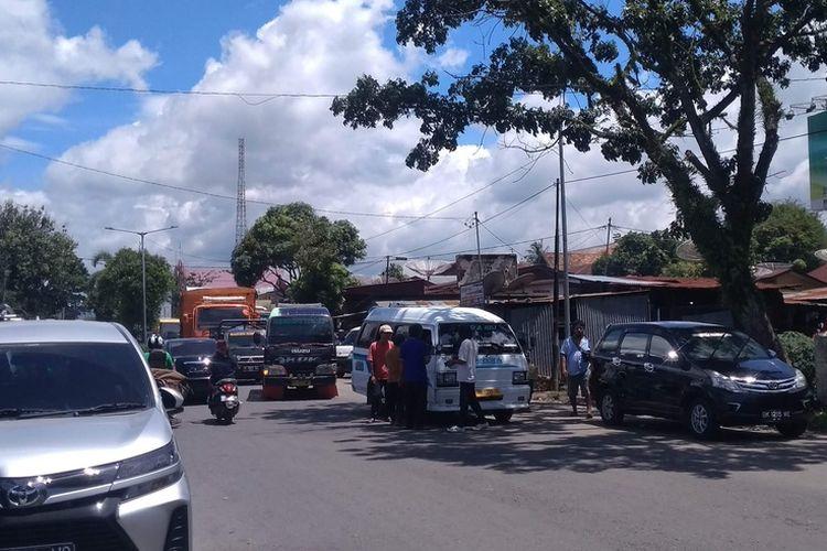 Lokasi ngetem taksi gelap di Jalan Sisingamangaraja, Kecamatan Siantar Utara, Kota Pematangsiantar, Kamis (6/5/2021). Tempat ini bekas Terminal Sukadame, pemberhentian bus dan loket bus jurusan luar Kota Pematangsiantar.