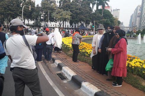Aksi di MK Bubar, Peserta Asyik Foto-foto