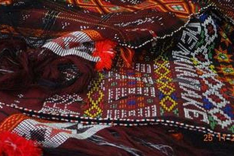 Ulos dan Songket Tapsel yang diharapkan menjadi ikon daerah dan kekayaan adat-budaya yang harus dilestarikan
