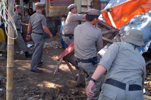 Bangunannya Dibongkar, Warga TPU Prumpung Emosi terhadap Camat Jatinegara