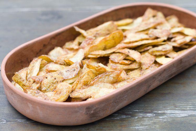 Ilustrasi keripik kulit kentang krispi