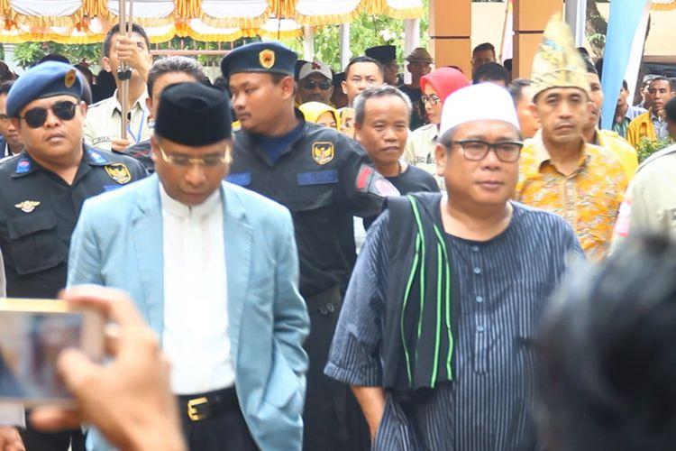 Pasangan Suhaili-Amin diiringi para pendukungnya saat mendaftar ke KPU NTB, Senin (8/1/2018). Keduanya sepakat memerangi politik uang dan narkoba.