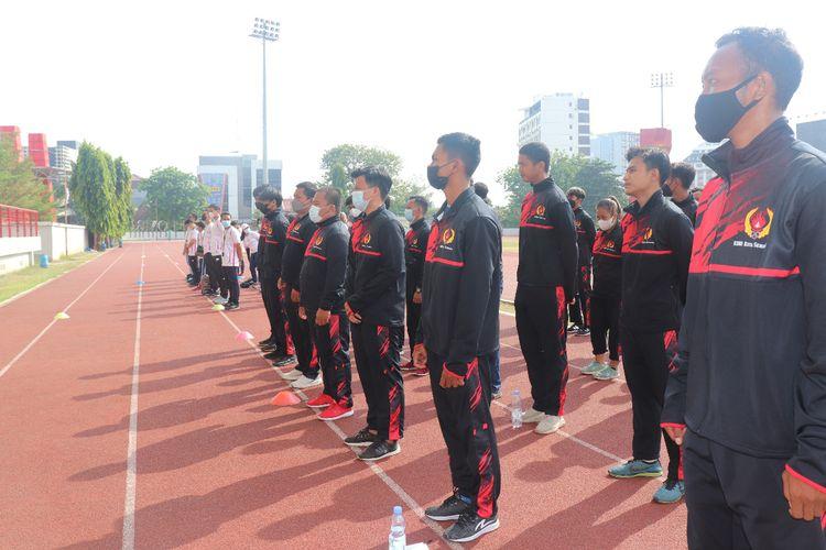 Para atlet saat diberikan motivasi oleh Ketua Umum KONI Kota Semarang Arnaz Agung Andrarasmara di GOR Tri Lomba Juang Semarang