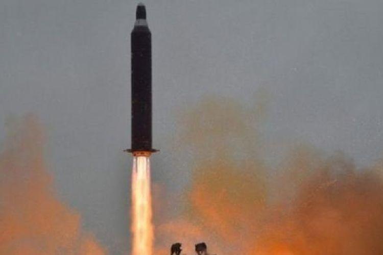 Korut menembakkan empat rudal balistik ke Laut Timru atau Laut Jepang. Tiga rudal jatuh di Laut Timur atau Laut Jepang, Senin (6/3/2017). Foto ini adalah foto dokumentasi.