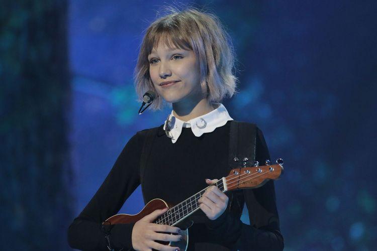 Grace VanderWaal, penyanyi kelahiran 15 Januari 2004 berasal dari Amerika.