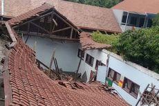 Atap 3 Ruang Kelas MIN Pasuruan Ambruk, Diduga karena Lapuk
