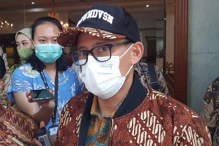 Menteri Pariwisata dan Ekonomi Kreatif (Menparekraf) Sandiaga Uno di Museum Batik Danar Hadi Solo, Jateng, Sabtu (9/10/2021).