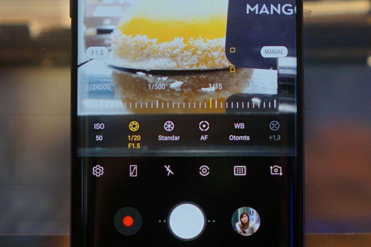 Aperture kamera Galaxy S9 dan Galaxy S9 Plus bisa diatur dalam mode Pro di aplikasi kamera bawaan, bersama dengan parameter lain seperti kecepatan rana, sensitivitas sensor (ISO), white balance, dan metering mode.
