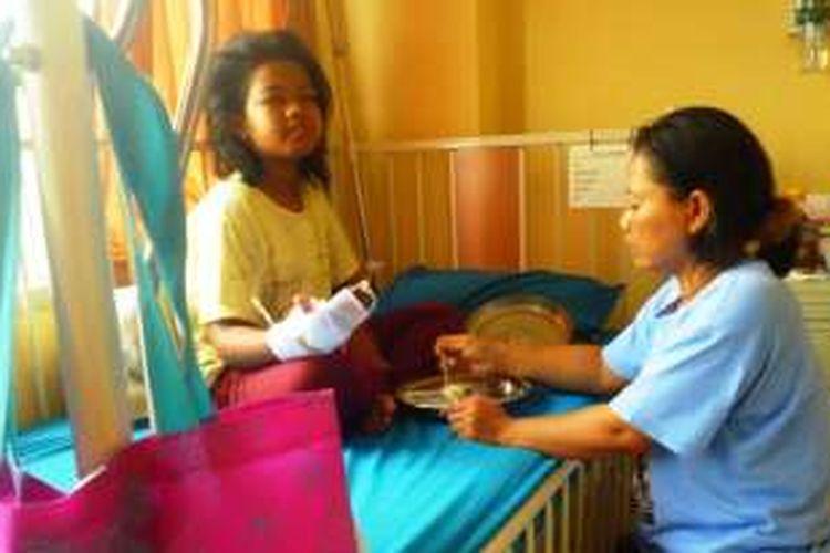 Salah satu pasien DBD yang dirawat di RSUD Ungaran, Kabupaten Semarang, Kamis (4/2/2016).
