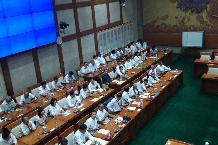 Puluhan nasabah ketika melakukan audiensi dengan Komisi VI DPR RI terkait gagal bayar polis asurasi PT Asuransi Jiwasraya (Persero).