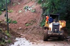 Tebing 30 Meter Longsor, Jalur Lintas Selatan Cianjur Lumpuh