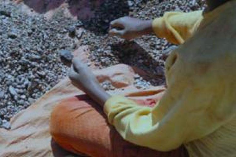Anak-anak belasan tahun di Konga dieksploitasi untuk bekerja di tambang kobalt dengan upah maksimal 12 dollar AS per hari.