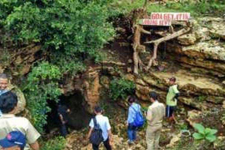 Suasana mulut Goa Gelatik Lorong Sewu yang berpotensi untuk dikembangkan sebagai obyek wisata minat khusus di Gunungkidul, DI Yogyakarta.