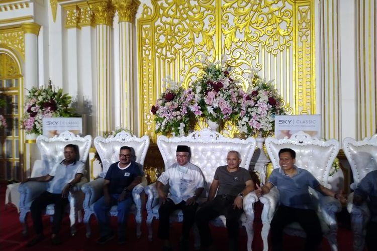 Wawali Samarinda Barkati (kedua dari kiri) didampingi Wali Kota Samarinda Syaharie Jaang (tengah) saat memberi keterangan pers di Convention Hall, Samarinda, Sabtu (21/3/2020).
