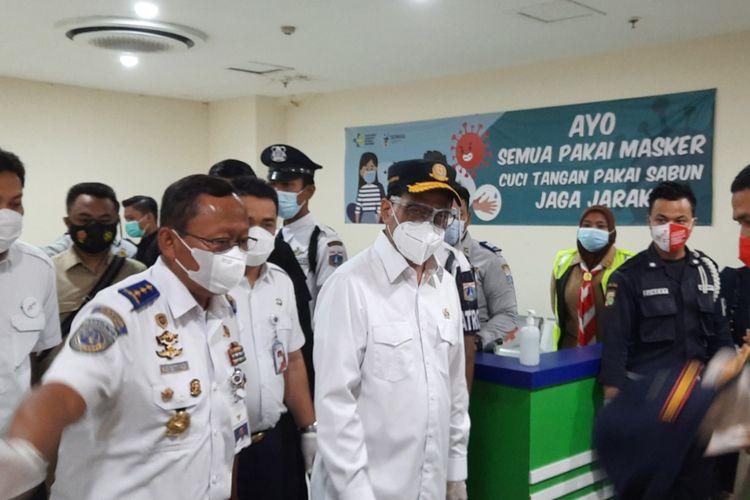 Menteri Perhubungan Budi Karya Sumadi menghadiri acara Grand Launching Jakarta Electronic Ticketing Bus (JAKETBUS) di Terminal Pulo Gebang, Jakarta Timur, Kamis (31/12/2020).
