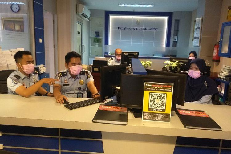 Suasana di dalam Kantor Imigrasi Kelas I Medan pada Selasa (4/2/2020). WN China yang izin tinggalnya habis namun tak bisa pulang ke negaranya akan diberi perpanjangan visa darurat.