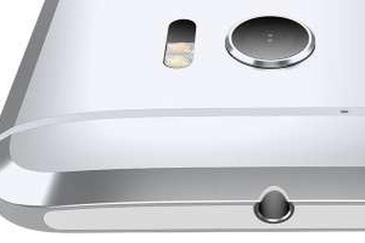 Android HTC 10 dengan bodi berbahan metal dan pinggiran melengkung.