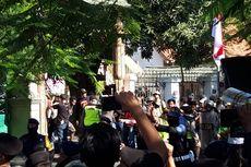 Mengurai Fakta Polisi Kepung Asrama Mahasiswa Papua di Surabaya