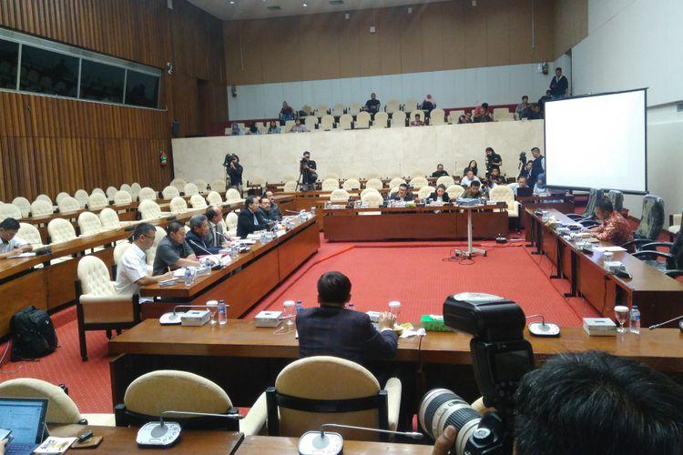 Rapat Dengar Pendapat Umum (RDPU) Pansus Angket Komisi Pemberantasan Korupsi (KPK) dengan Ikatan Hakim Indonesia (IKAHI), Persatuan Jaksa Indonesia (PJI), serta Ikatan Sarjana dan Profesi Perpolisian, Senin (4/9/2017).
