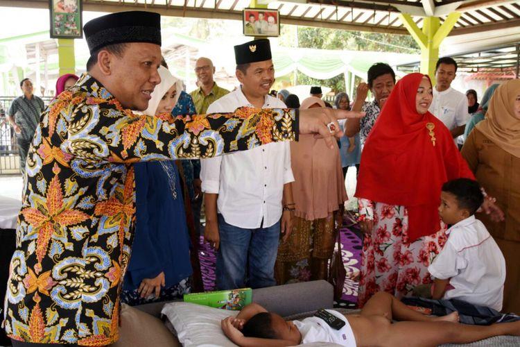 Wakil Bupati Karawang sekaligus Ketua DPC PKB Kabupaten Karawang Jimny Ahmad Jamakhsyari bersama Bupati Purwakarta Dedi Mulyadi saat menghadiri sebuah acara di Kabupaten Karawang, Kamis (4/7/2017).