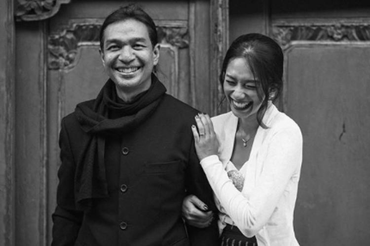 Dimas Djay dan Faradina Mufti resmi bertunangan pada 30 Agustus 2020