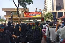 Massa Demo di Depan Mabes Polri, Minta Polisi Proses Sukmawati hingga Gus Muwafiq